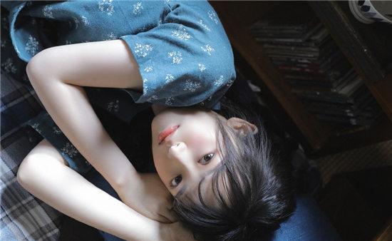 亚洲七七久久桃花综合:小妹妹衣不蔽体要抱着我取暖
