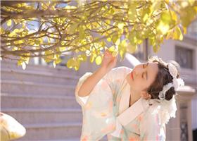 仙桃影视午夜版:小妹妹穿着和服宛若蜜桃成熟时